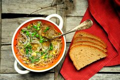 Pasto alcalino e sano: minestra e pane del germoglio della soia Fotografia Stock