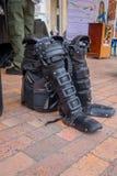 PASTO, COLÔMBIA - 3 DE JULHO DE 2016: policie o equipamento que está na terra no quadrado central da cidade Fotos de Stock Royalty Free