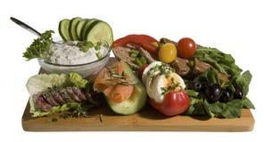Pasto con il tzatziki, il pane intero, il salmone e l'uovo Fotografia Stock Libera da Diritti