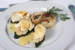 Pasto degli spinaci e dei pesci a la carte Immagini Stock Libere da Diritti
