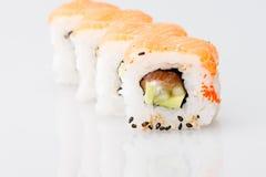 Pasto del Giappone del rotolo del giapponese dei sushi fresco Immagini Stock