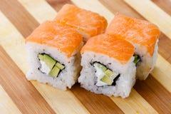 Pasto del Giappone del rotolo del giapponese dei sushi fresco Fotografie Stock