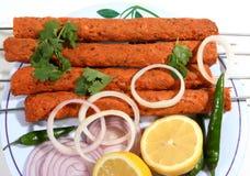 Pasto di Kebab sulla zolla bianca Immagini Stock