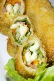 Pasto fritto nel grasso bollente del preparato dell'insalata del rotolo Fotografie Stock Libere da Diritti