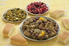 Pasto marocchino con il pollo, i cavolini di Bruxelles e l'insalata della barbabietola Immagine Stock Libera da Diritti