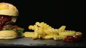 Pasto succoso dell'hamburger del manzo stock footage