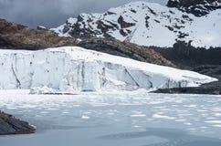 Pastoruri glaciär i Cordillera Blanca, Peru Arkivfoton