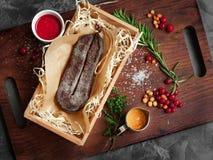 Pastrami da carne de vaca seca na cesta imagem de stock