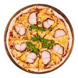 Pastrami da galinha, pimenta amarela e pizza das alcaparras Imagem de Stock