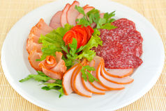 Pastrami en salami verfraaide plakken. Royalty-vrije Stock Foto