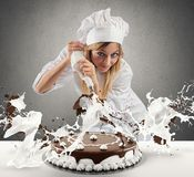 Pastry cook prepares a cake Royalty Free Stock Images