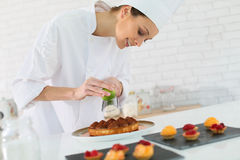 Pastry cook preparing a cake Royalty Free Stock Images