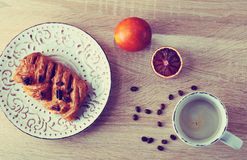 Pastry with pecan nuts on a plate with a Cup of coffee Royalty Free Stock Images