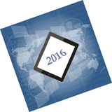 Pastylka komputer osobisty lub mądrze telefon na biznesowym cyfrowym dotyka ekranie, światowa mapa, szczęśliwy nowy rok 2016 Zdjęcia Royalty Free