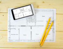 Pastylka, rysunki i ołówki na drewnianym, Zdjęcie Stock
