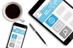 Pastylka telefon komórkowy na biurowym biurku i komputer osobisty Obraz Royalty Free