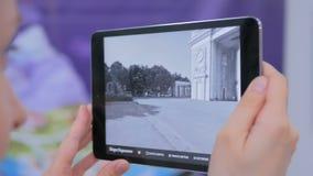 Pastylka zwiększająca rzeczywistość app Zdjęcie Royalty Free