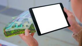 Pastylka zwiększający rzeczywistości app - pusty biały ekranu sensorowego pokaz pastylka fotografia royalty free
