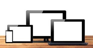 Pastylki komputer osobisty, telefon komórkowy i komputer na drewnianym stole, Zdjęcie Stock