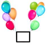 pastylki komputerowy obwieszenie na kolorów balonach Fotografia Royalty Free