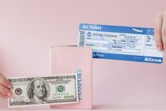 Paszport, dolary i lotniczy bilet w kobiety r?ce na r??owym tle, Podr??y poj?cie, kopii przestrze? fotografia stock