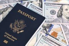Paszport i pieniądze Zdjęcia Stock