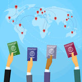 Paszportowy ręka dokument podróżny Światowej mapy mieszkanie Zdjęcia Royalty Free