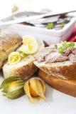 Patè della sauterne e del fegato di oca con il physalis, il pane affettato e la b Fotografie Stock