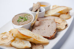 patè fegato Patè assortito sul piatto Immagini Stock