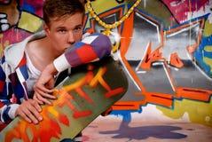 Patín del muchacho, pared de la pintada Foto de archivo