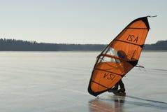 Patín que navega el hielo liso Foto de archivo