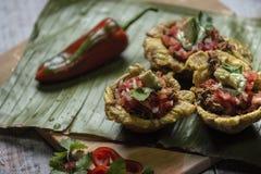 Patacon со свининой и томатами стоковое фото rf
