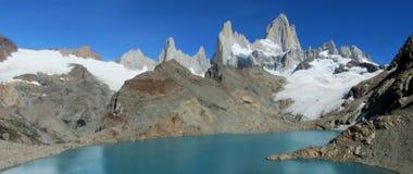 Patagonia halny Fitz Roy i jezioro w Argentyna Zdjęcie Stock