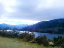 patagonia Villa Langostura, lac et montagnes photo libre de droits