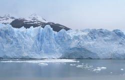 Patagonian Landschaft mit Gletscher und See Lizenzfreies Stockfoto