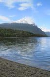 Patagonian Landschaft mit See und Berg argentinien Lizenzfreies Stockfoto