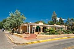 Patamar colonial espanhol Santa Fe nanômetro da casa de Adobe fotos de stock