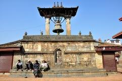 在Patan Durbar广场的大响铃 库存图片