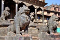 在Patan Durbar广场的石狮子 图库摄影