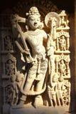 PATAN GUJARAT, INDIEN: Rajas gemålkiVav stepwell med utsmyckade carvings på väggar royaltyfri bild