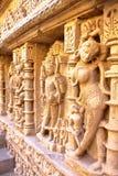 PATAN, GUJARAT, LA INDIA: Stepwell de Vav del ki de Rani con las tallas adornadas en las paredes fotografía de archivo libre de regalías