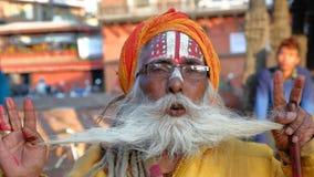 PATAN, NEPAL - 21 DE DEZEMBRO DE 2014: Retrato de um homem de Sadhu Holy no quadrado de Durbar Fotografia de Stock Royalty Free