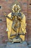 Patan, Nepal, octubre, 09, 2013, escena del Nepali: nadie, escultura de oro en palacio real en el cuadrado antiguo de Durbar En l Foto de archivo libre de regalías
