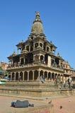 Patan, Nepal, 26 Oktober, 2012, Nepali-Scène: een dakloze mensenslaap ter plaatse voor Hindoese squa van templeon oude Durbar Royalty-vrije Stock Afbeeldingen