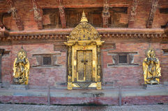 Patan, Nepal, Październik, 09, 2013, Nepalska scena: nikt, Złoty drzwi w pałac królewskim na antycznym Durbar kwadracie W wiośnie Zdjęcia Stock