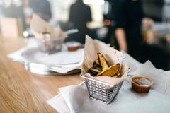 Patata asada a la parrilla fresca, alimentos de preparación rápida americanos Fotografía de archivo