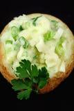 Patata cocida al horno rellena imagen de archivo
