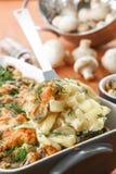 Patata cocida con las setas y el queso Imagen de archivo libre de regalías