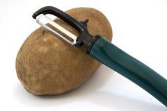 Patata con lo sbucciatore Fotografia Stock Libera da Diritti