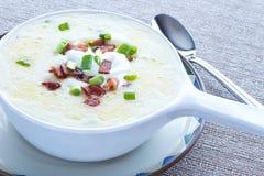 Patata del glutine e minestra libere del bacon Fotografie Stock